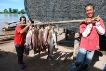 ขึ้นปลาที่บ้านากะสัง-สี่พันดอน