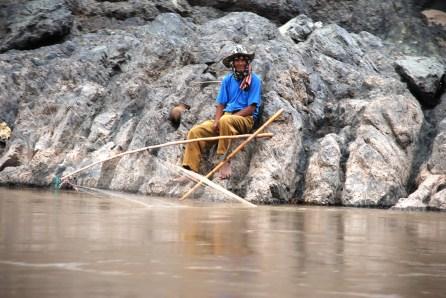 จับปลาเหนือเขื่อนไซยะบุรี